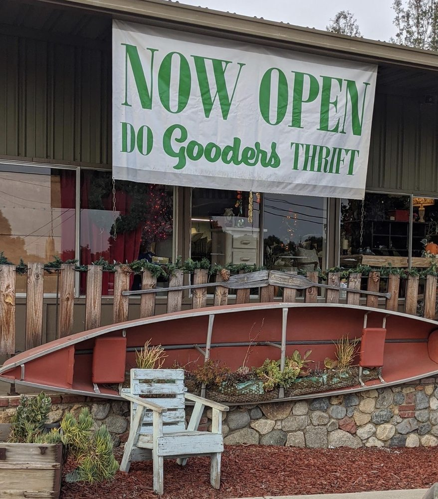 Do Gooders Thrift Store: 550 E Mission Rd, Fallbrook, CA