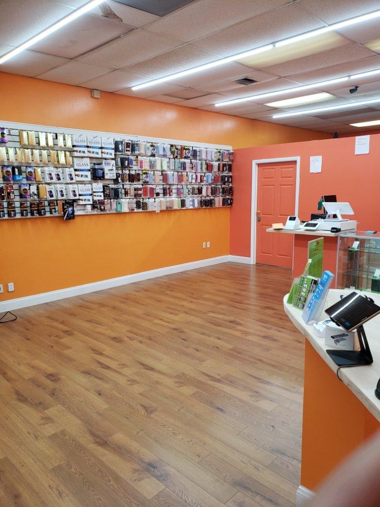 KINGS MOBILE PHONE REPAIR: 21461 NW 2nd Ave, Miami Gardens, FL