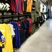 nike outlet almagro international store