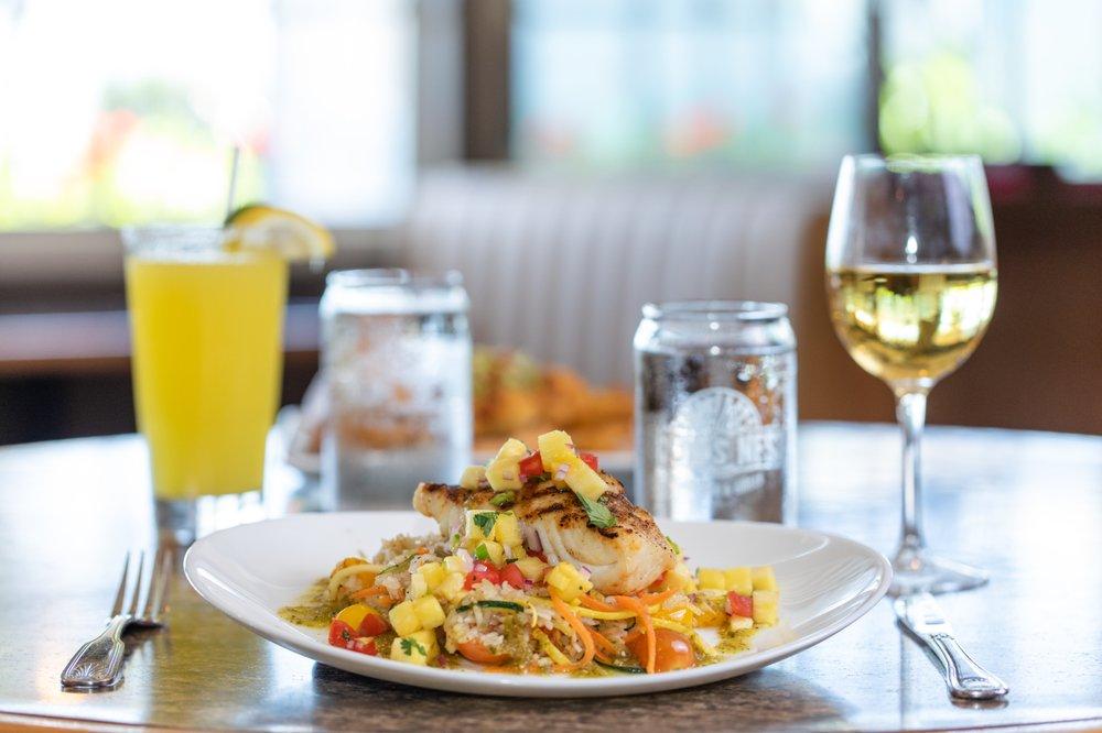 Crow's Nest Bar & Grille: 15951 Captiva Dr, Captiva, FL