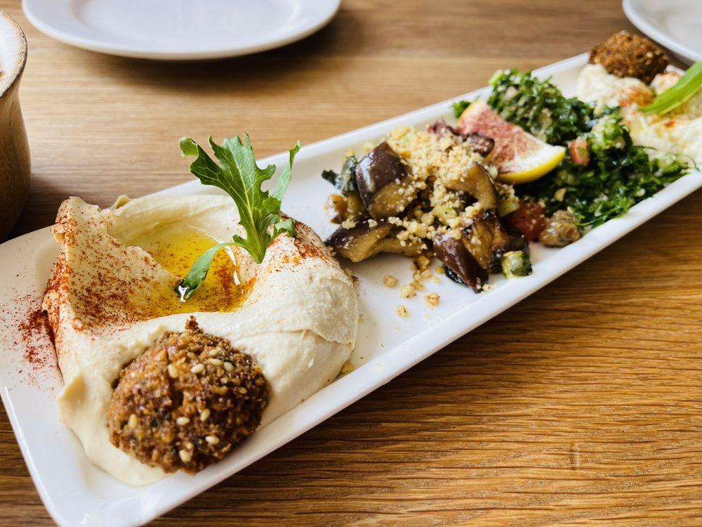 Zaytoon Mediterranean Restaurant & Bar: 1133 Solano Ave, Albany, CA