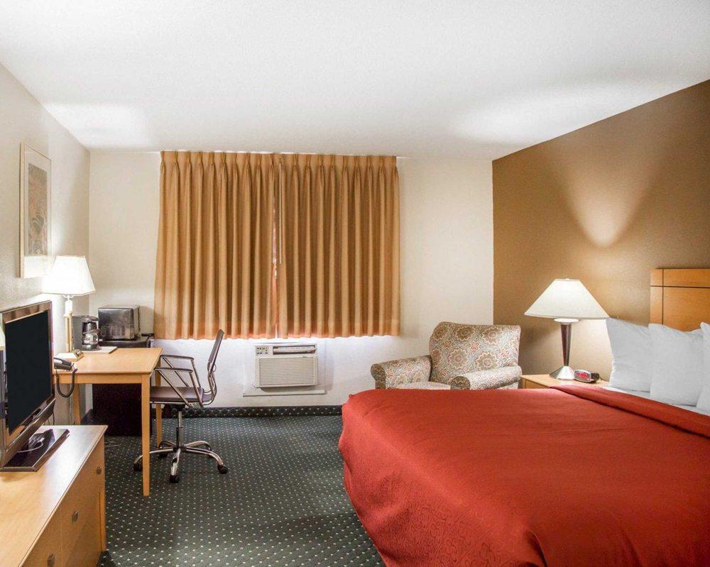 Quality Inn South: 390 33rd Ave, SW, Cedar Rapids, IA