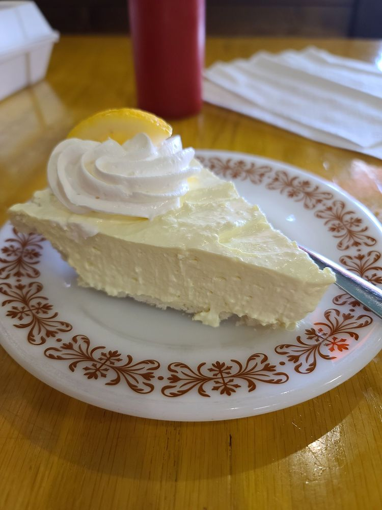 Sissy's Cafe: 601 Main St, Gregory, SD