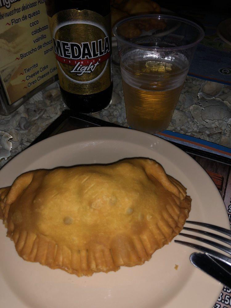 El Triangulo Sea Food II: Calle Caribe 13, Guayanilla, PR
