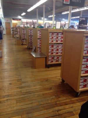new balance outlet hours lawrence ma