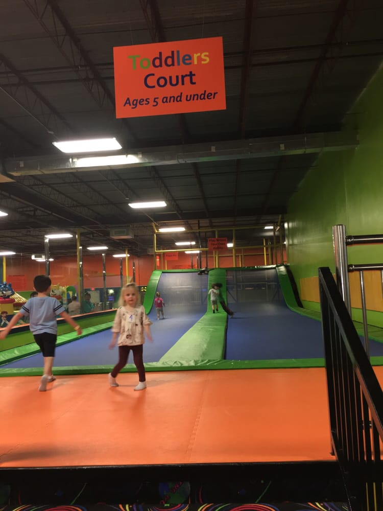 Jumping World - Beaumont: 2651 S 11th St, Beaumont, TX