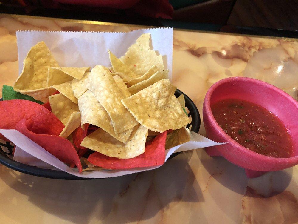 El Molcajete Mexican Restaurant: 226 N 4th St, Chillicothe, IL