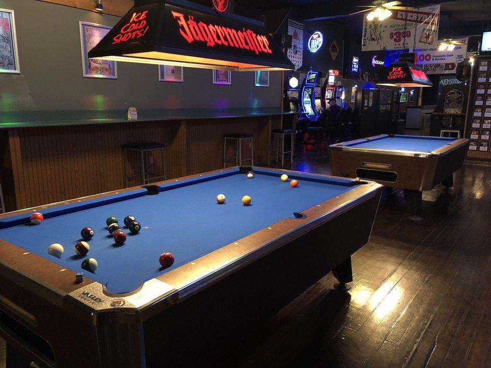 Bijou Pub: 225 S Main St, Monmouth, IL