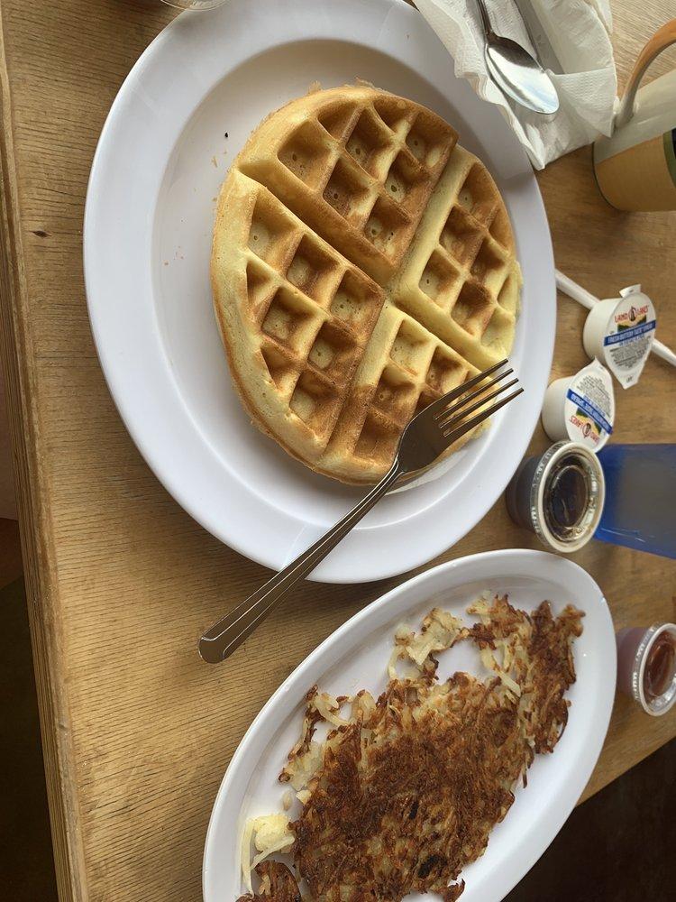 Hometown Café: 1315 W Jackson St, Macomb, IL