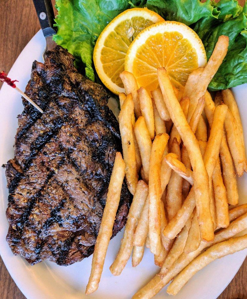 The Breakwater Restaurant & Bar: 15582 Hwy 112, Clallam Bay, WA