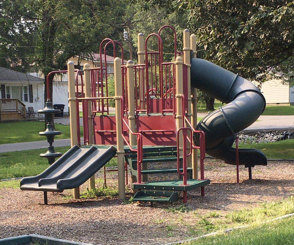 Leo French Park: 601-605 Park Ave, Fairfield, IL