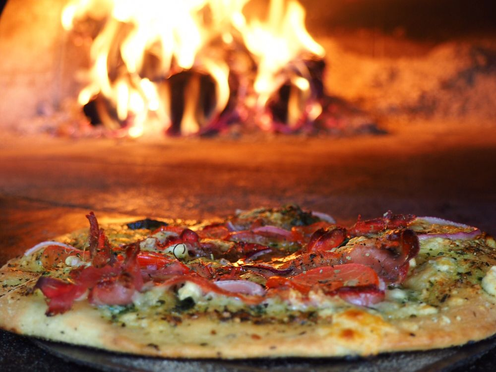 HopTown Wood Fired Pizza: 2560 Donald Wapato Rd, Donald, WA