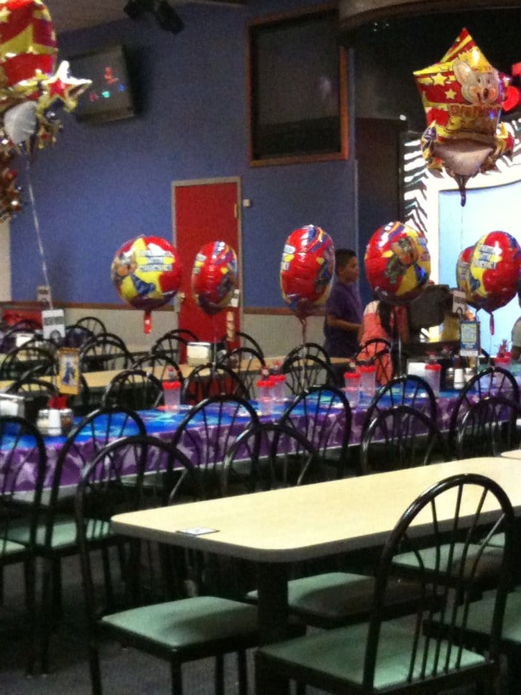 chuck e cheese palm desert