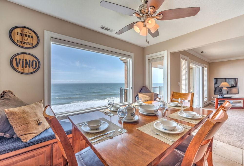 Cavalier  Beachfront Condominiums: 325 NW Lancer St, Lincoln City, OR