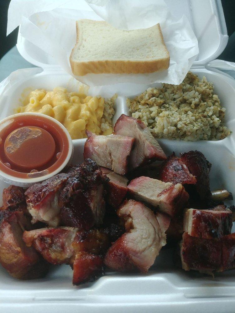 Daniel's Meat Market and Restaurant: 1402 N Market Lp, Baytown, TX