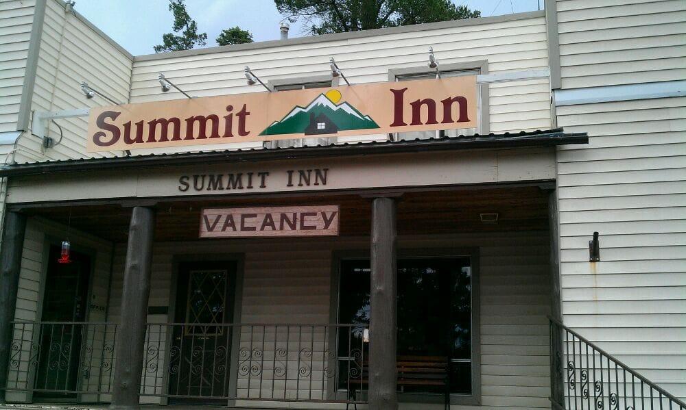 Summit Inn: 100 Chipmunk Ave, Cloudcroft, NM