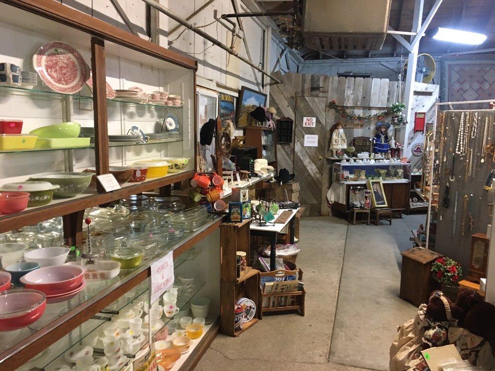 Sale Barn Marketplace: 1733 Hwy 183, Philipsburgh, KS