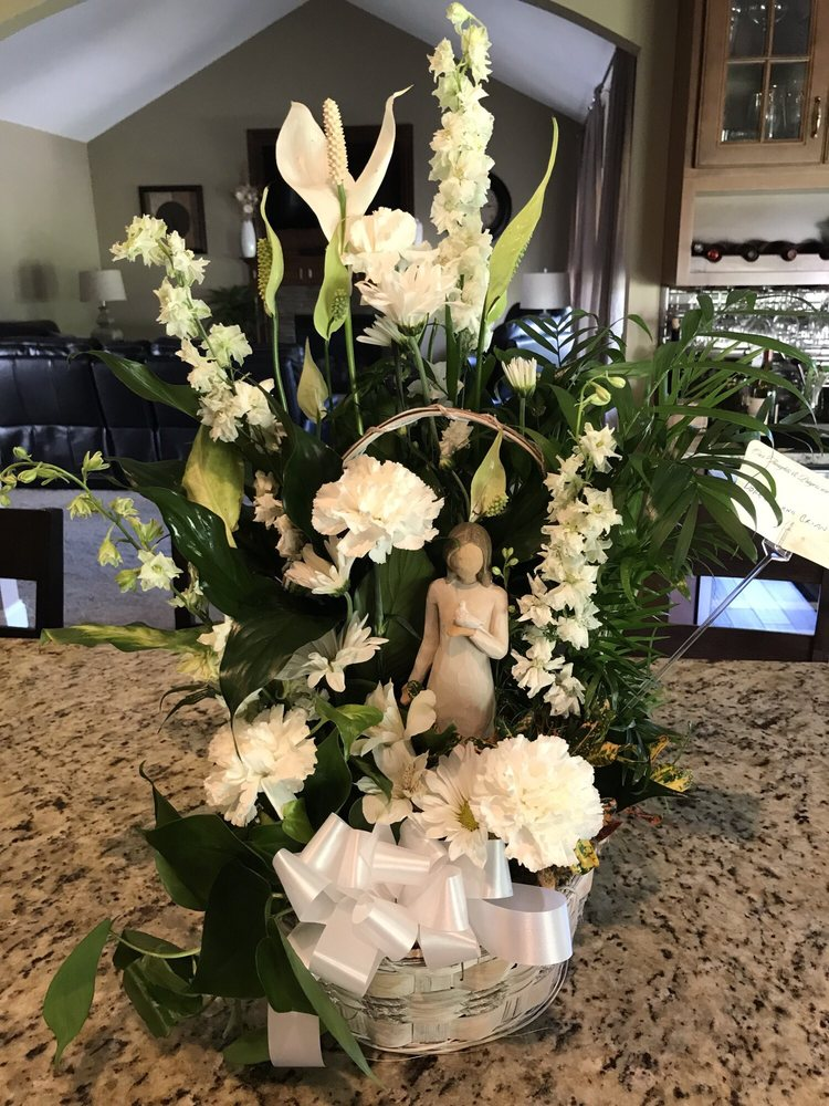 Filer's Florist Greater Cleveland Flower: 6887 Smith Rd, Cleveland, OH