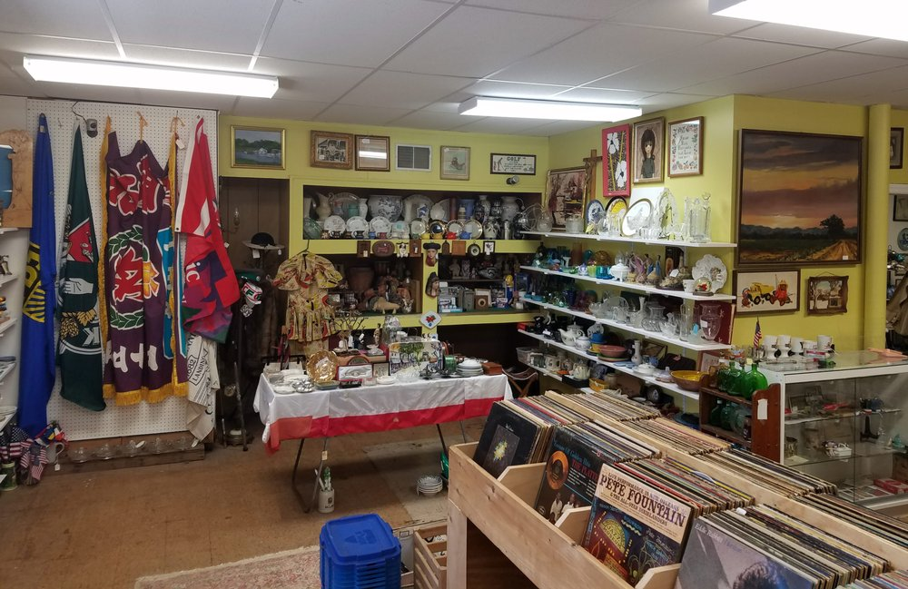 Bygone Antiques and Collectables: 102 Clements Bridge Rd, Barrington, NJ