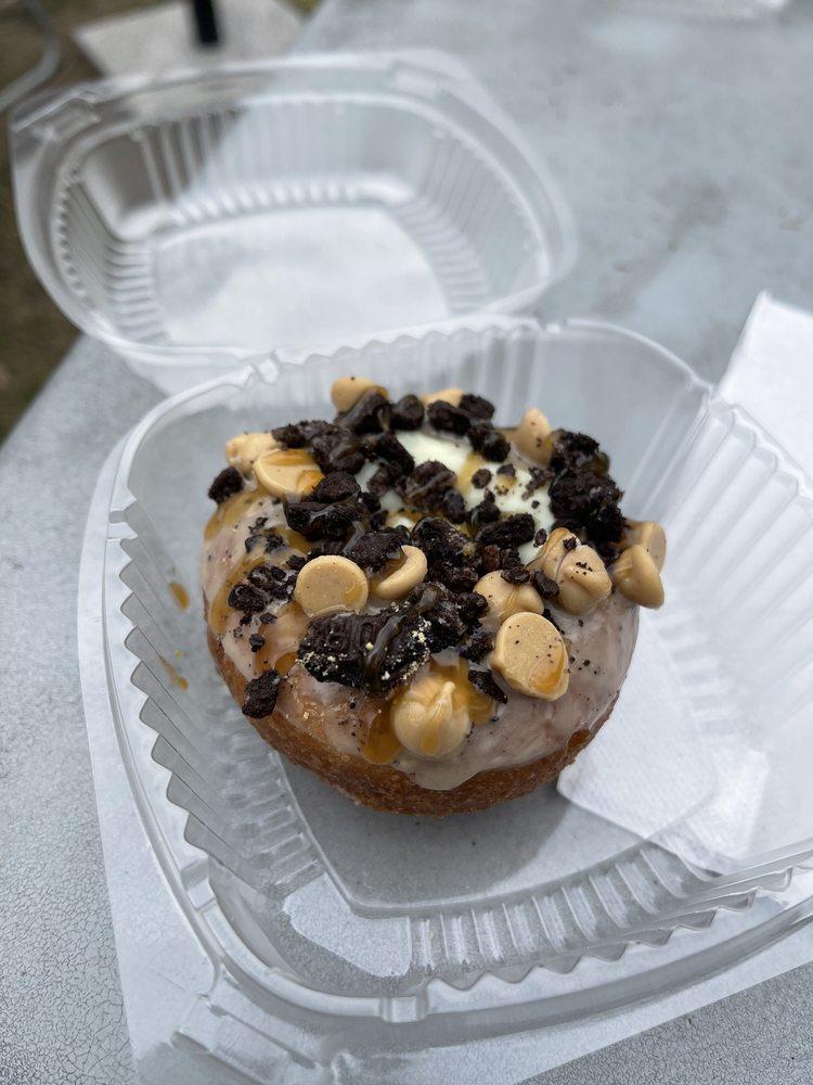 Blazing Fresh Donuts: 16 Church St, Guilford, CT