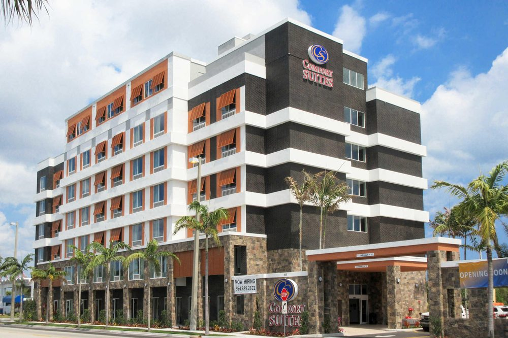 Comfort Suites Fort Lauderdale Airport & Cruise Port: 302 N Federal Hwy, Dania, FL