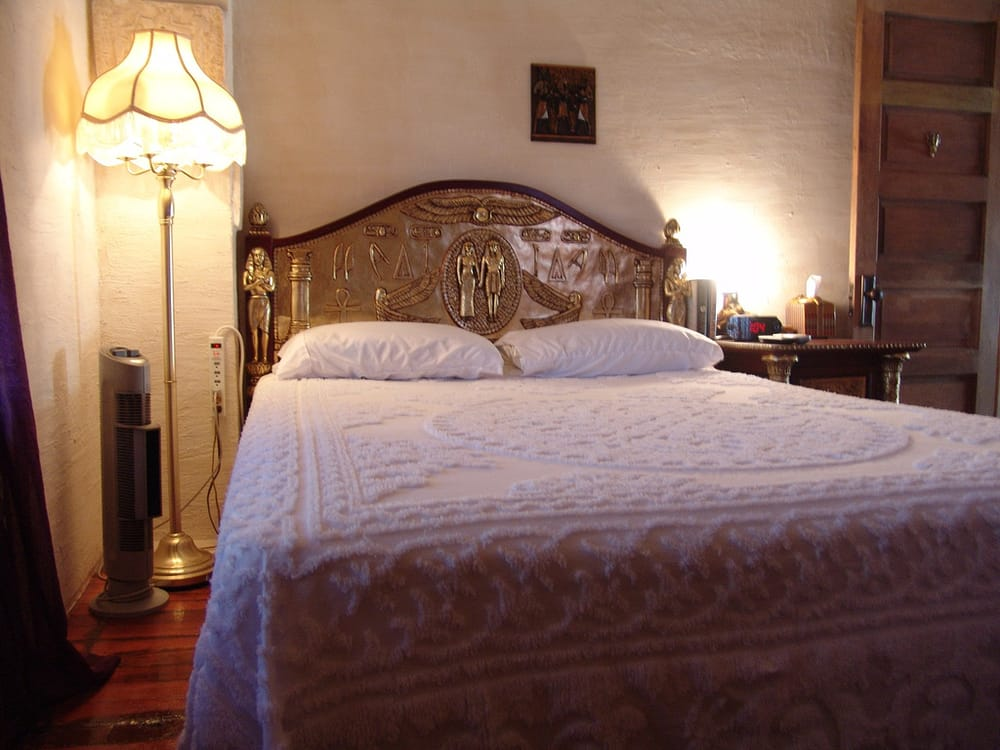 The Old Parsonage Bed and Breakfast: 156 Siberian Ave, Leechburg, PA