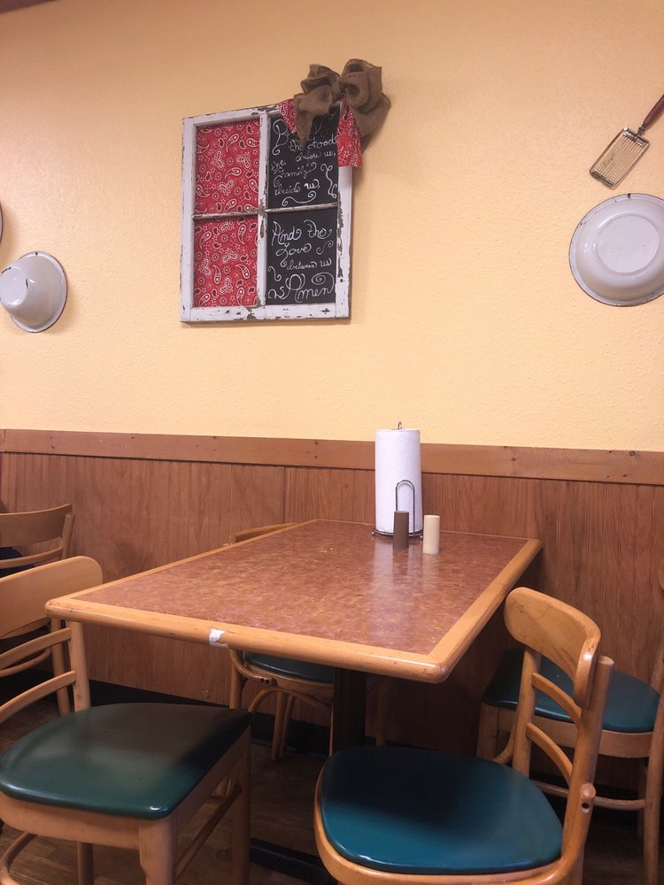 Circle M Cafe: 1122 W Panola St, Carthage, TX