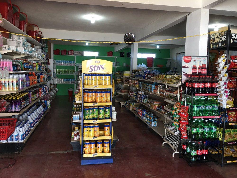 La Tiendita JulyMar: Carretera 200 Km 0.7, Vieques, PR