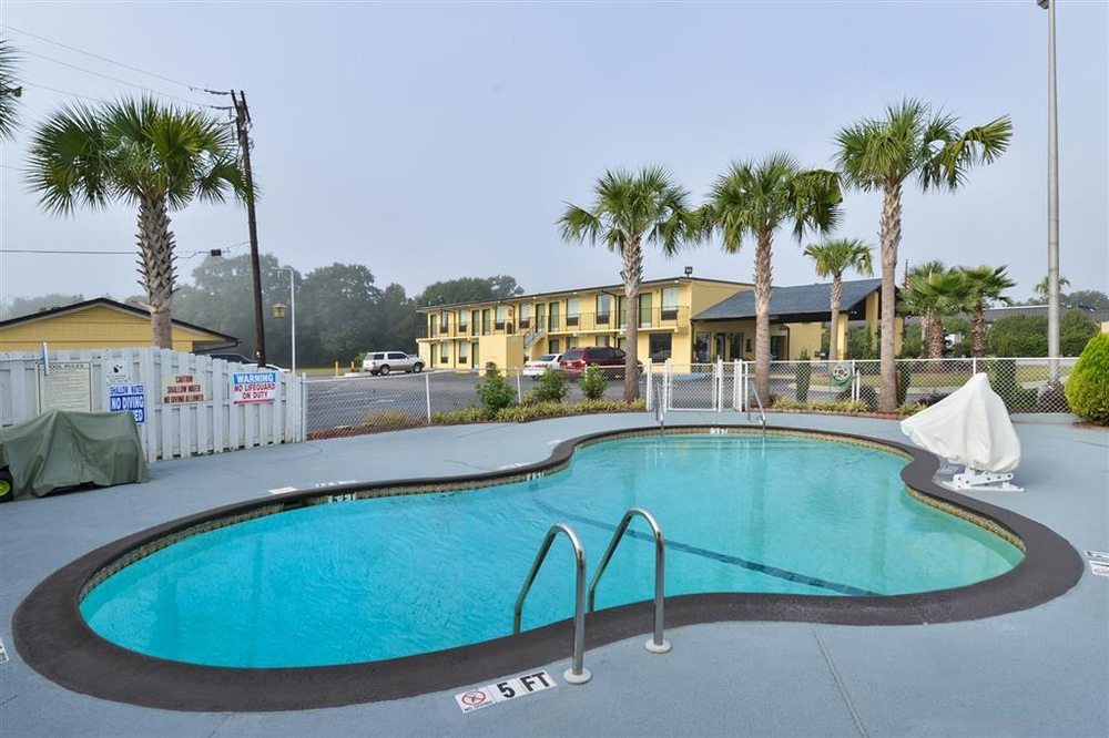 Americas Best Value Inn St. George, SC: 125 Motel Drive, St. George, SC
