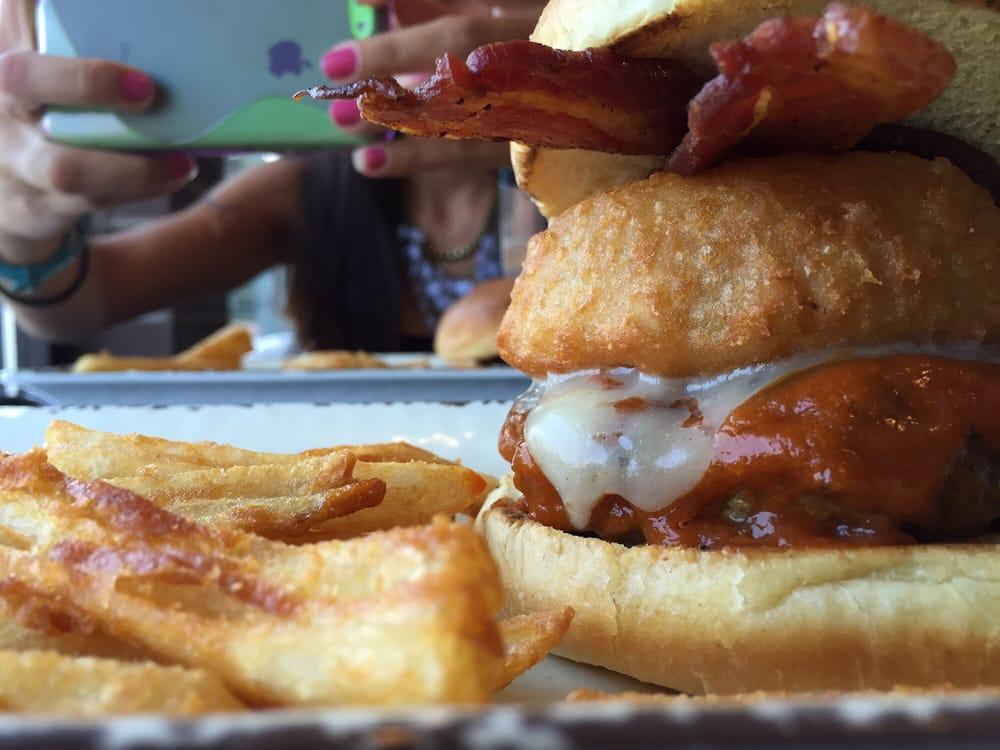 Grindhouse Gourmet Burgers: 1001 Bridge St, Ashtabula, OH