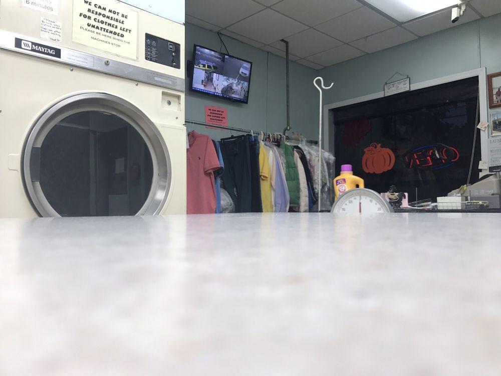 Hawthorne Center Laundromat: 579 Lafayette Ave, Hawthorne, NJ