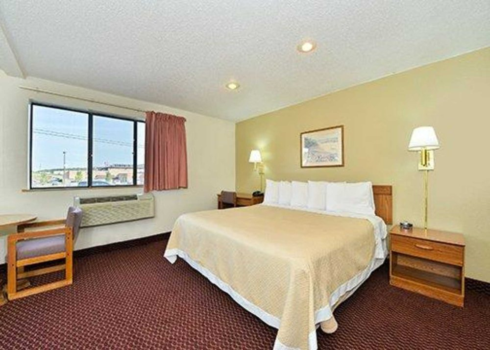 Econo Lodge: 125 Lewis Drive, Somerset, PA