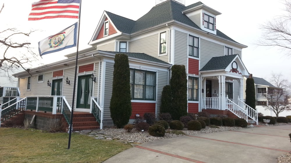 Bonnie Dwaine Bed and Breakfast: 505 Wheeling Ave, Glen Dale, WV