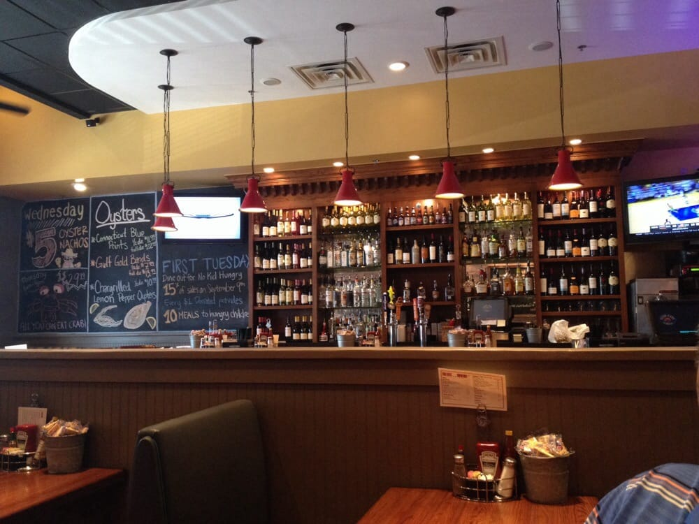 Chalkboard changes 2x daily full bar lots of craft beer for Fish city grill