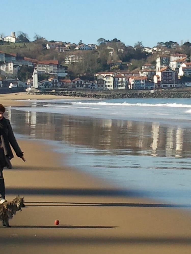 Promenade sur la grande plage de saint jean de luz sur la c te basque yelp - Office tourisme st jean de luz ...