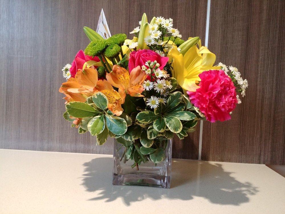 Dottie's Florist: 1717 N Kepler Rd, Deland, FL