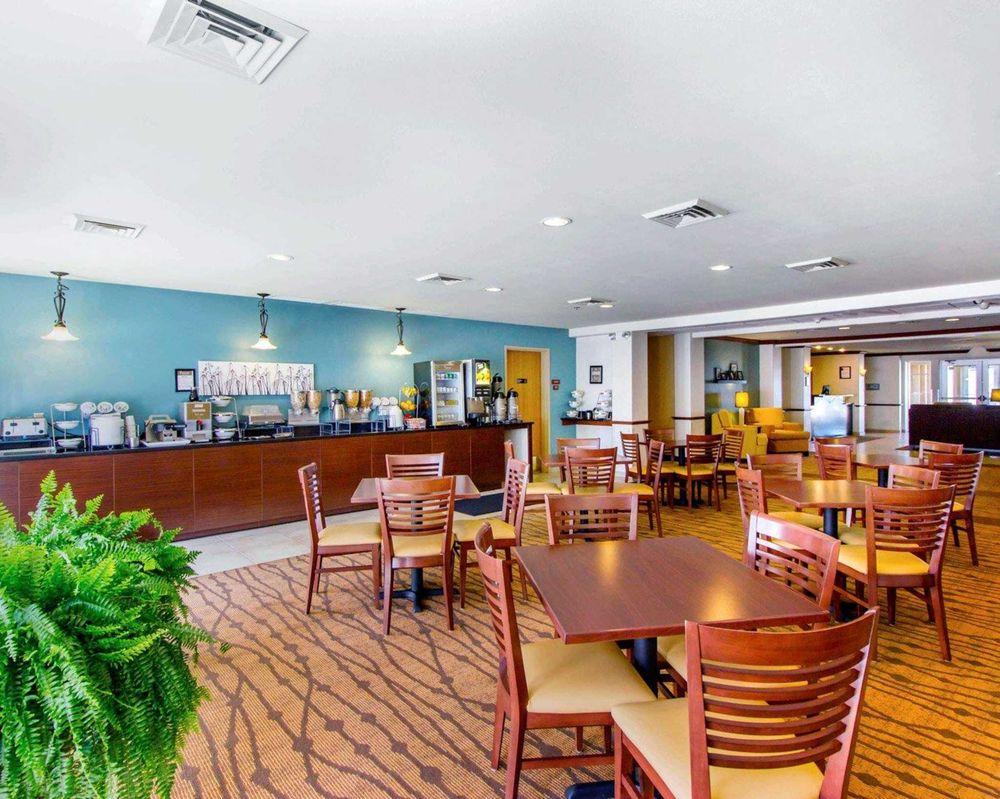 Sleep Inn & Suites: 6733 Bonanza Rd, Evansville, WY