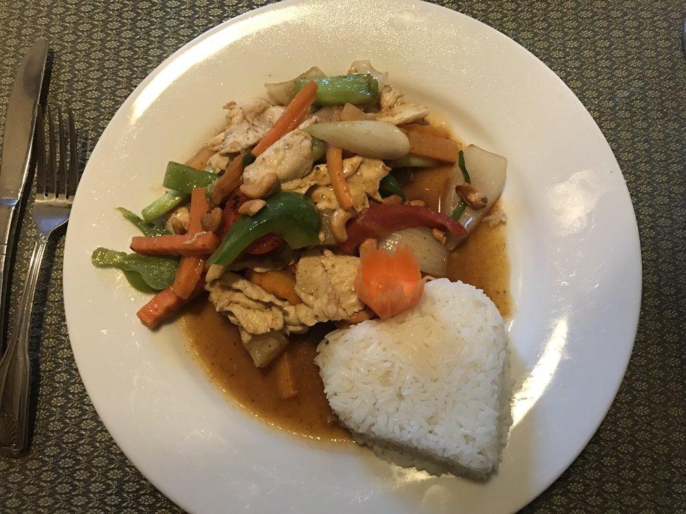 Thai Nakon Ping Restaurant: 2115 White Mountain Hwy, North Conway, NH
