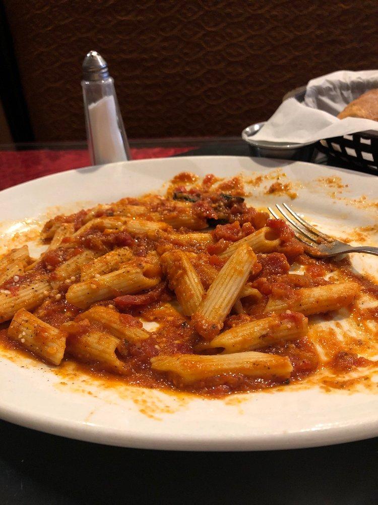 La Piazza Italian Restaurant: 104 E Cedar St, El Dorado, AR