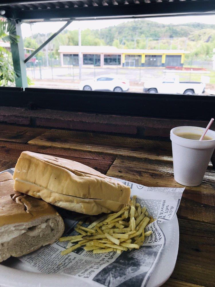 Mi Panaderia Deli & Café: Cayey, PR