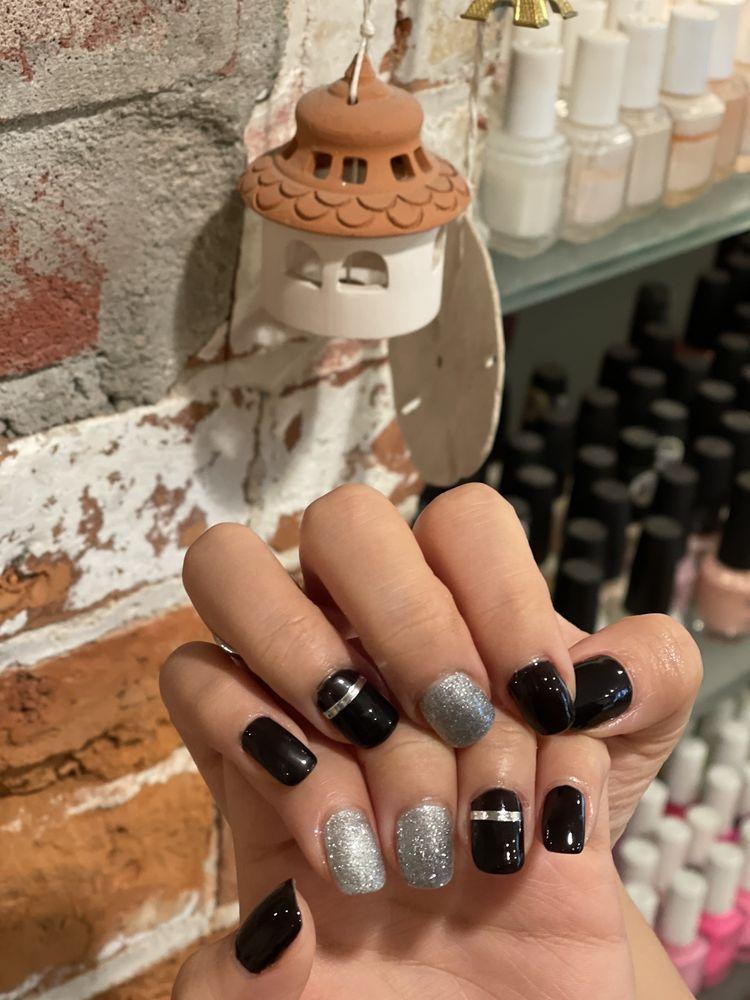 Daisy Nail & Skin Care: 75 Main St, Cold Spring Harbor, NY