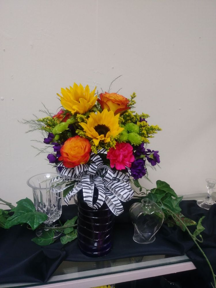 Lawton Floral West: 6321 NW Cache Rd, Lawton, OK