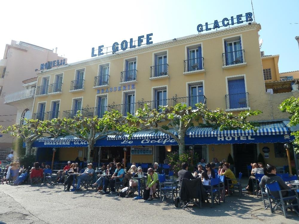 H tel le golfe hotels 3 place grand carnot cassis for Cassis france hotels