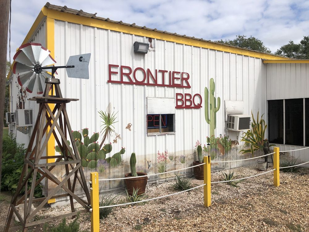 Frontier Bar-B Que: 608 N East St, Edna, TX