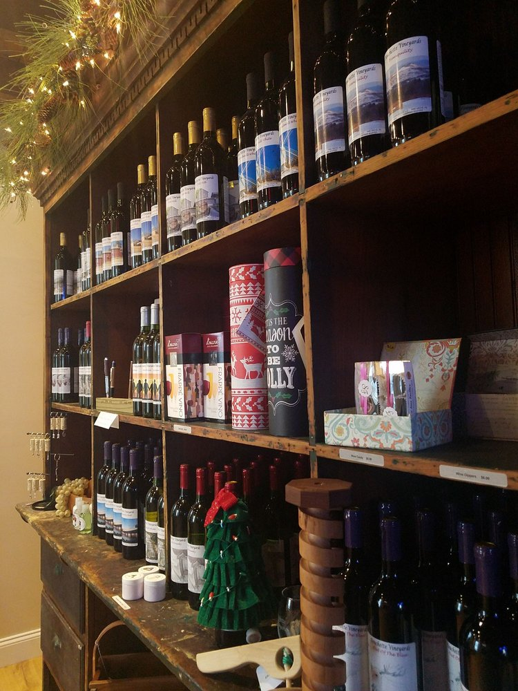 Bouchette Vineyards: 9684 Old 22, Bethel, PA