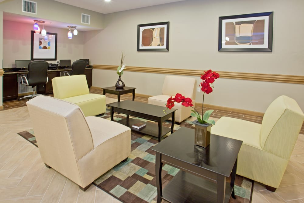Holiday Inn Express & Suites Alvarado: 325 Village Park Dr, Alvarado, TX