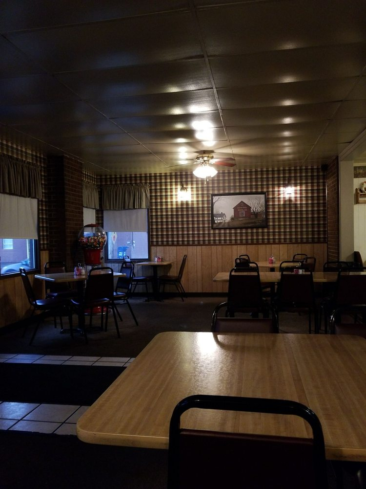 Old Town Diner: 16098 Pike St, Laurelville, OH