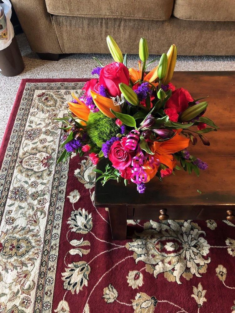 Jen-Mor Florist: 2109 S Dupont Hwy, Dover, DE