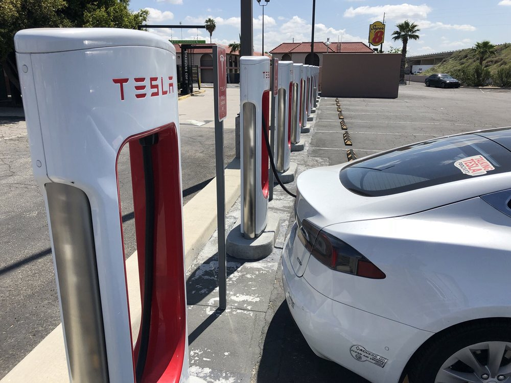 Tesla Supercharger: 20673 Tracy Ave, Buttonwillow, CA