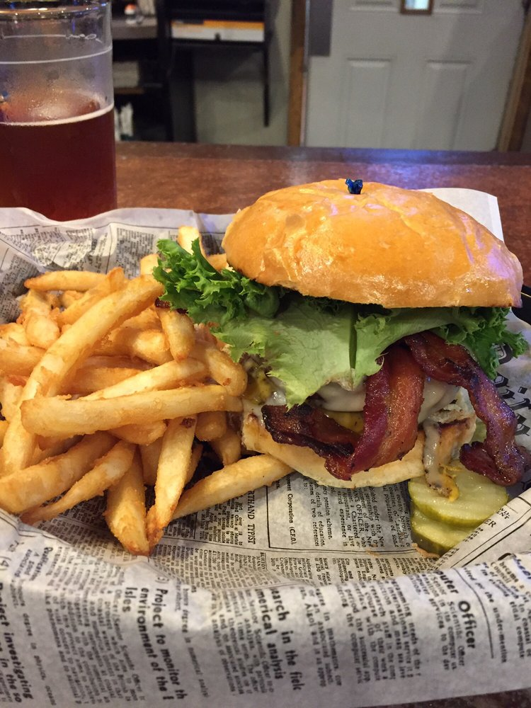 Buster's Sports Bar and Grill: 1325 Madison Ave, Mankato, MN